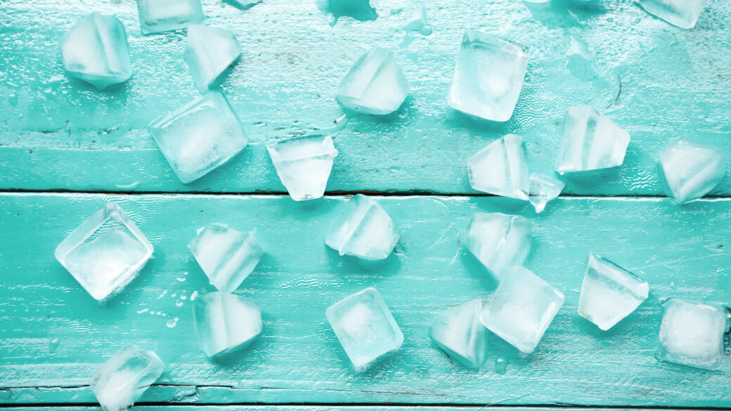 keep your kids cool and enetertained with these 3 simple ice activities