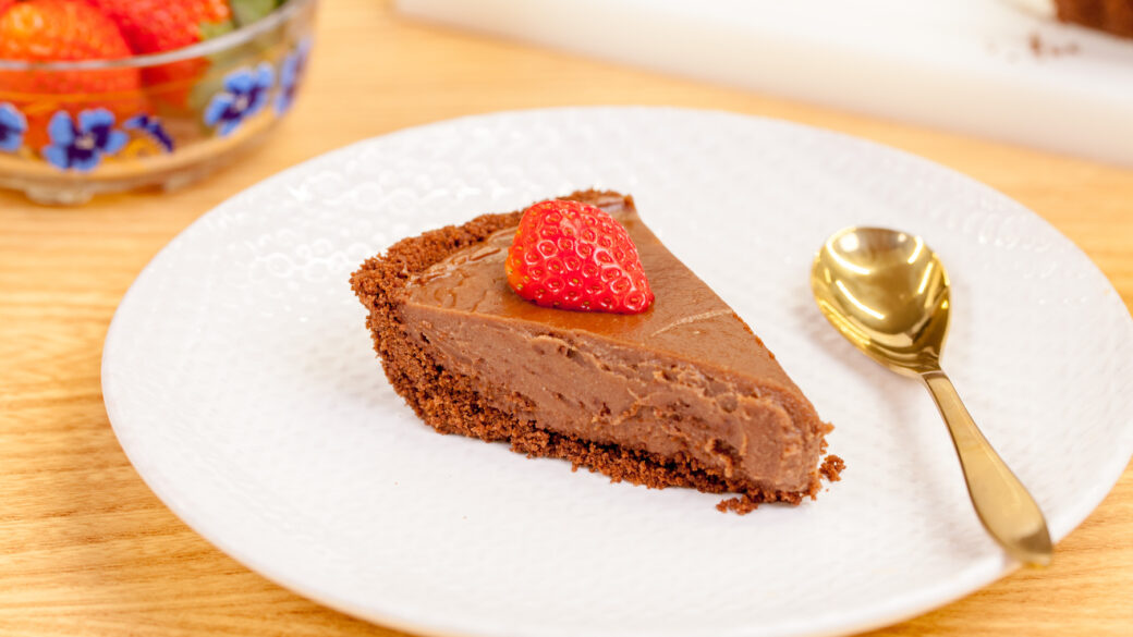 The coolest chocolate pie. No baking needed.