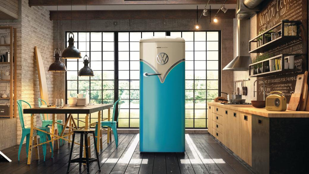 Příjemná a pohodlná kuchyně v průmyslovém stylu rozjasněná retro lednicí Gorenje Volkswagen