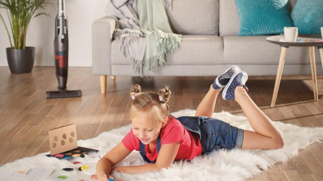 Fedezd fel, hogyan lehet a takarítás szórakoztató az egész család számára, illetve hogy hogyan tudod motiválni a gyerkőcöket arra, hogy ne csak kivegyék a részüket a takarításból, de élvezzék is szobájuk kitakarítását!