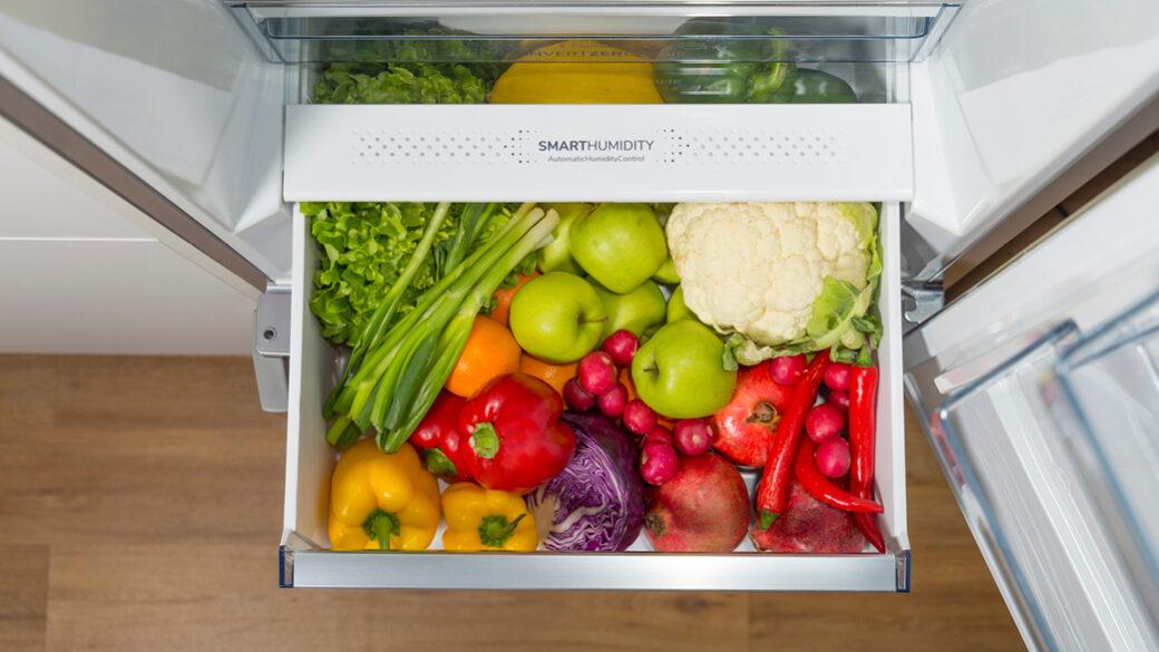 Dowiedz się, jak prawidłowo przechowywać żywność w lodówce lub zamrażarce. Chłodzenie lub zamrażanie. Postępuj zgodnie z prostymi wskazówkami, aby mieć pewność, że żywność jest przechowywana w najlepszy możliwy sposób